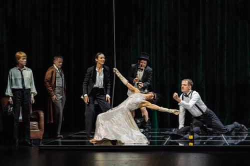 """""""Comme tu me veux"""": le beau geste Pirandellien de Stéphane Braunschweig à l'Odéon"""