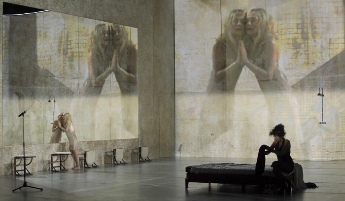 Phèdre(s), la mise à nu vertigineuse d'Isabelle Huppert